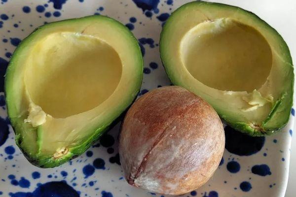 Как выбрать косточку авокадо